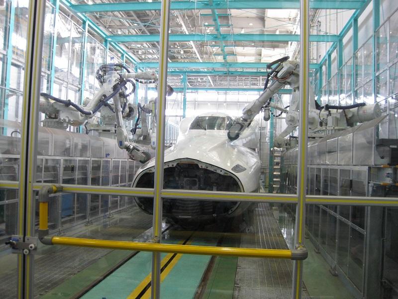 浜松工場の新しい顔ー先頭車研ぎロボット